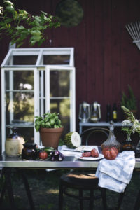 Kesälounas ja ulkokeittiö, tomaattisalaatti