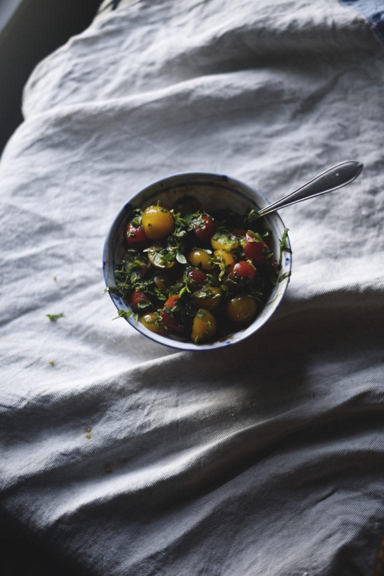 Helppo marinoitu tomaattisalaatti