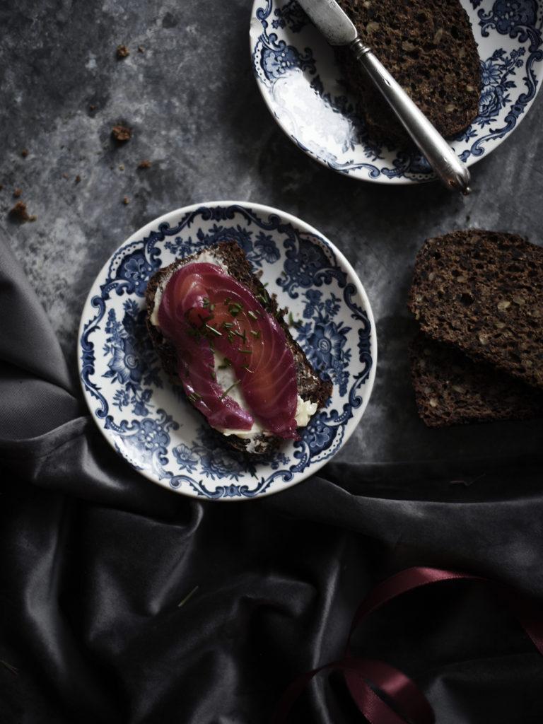 Punajuuri-sitrusgraavattu lohi
