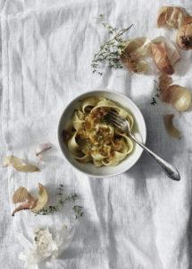 Karamellisoitu sipuli pasta carbonara