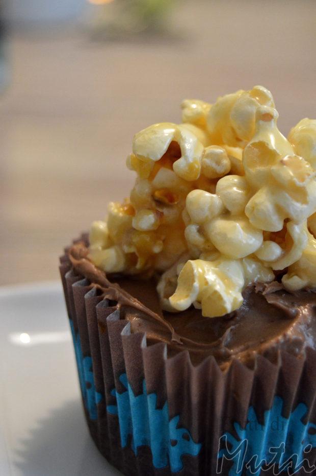 Toffee popcorn mudcake muffinit