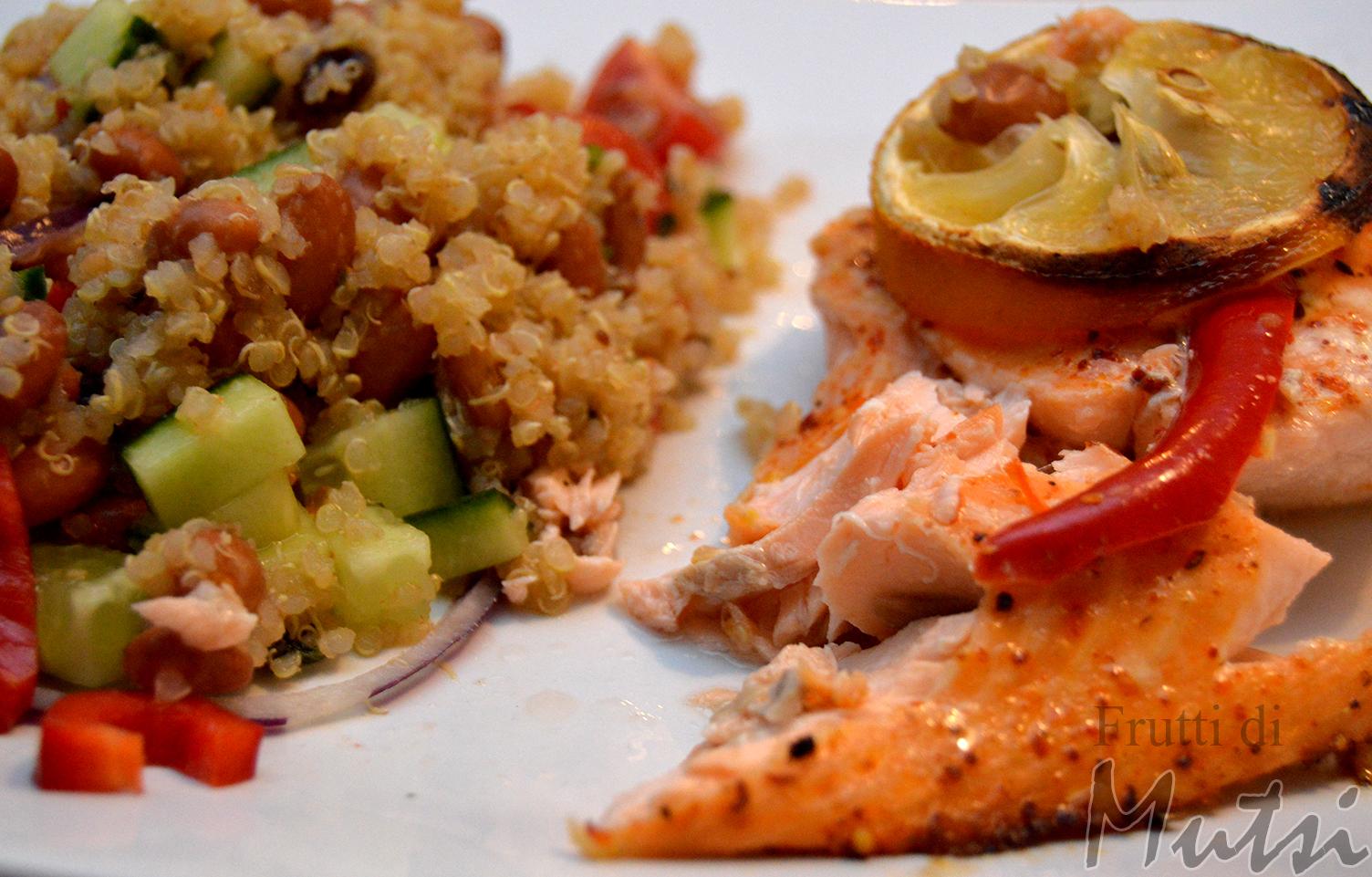 Chili-sitruuna-uunilohi ja kvinoasalaatti
