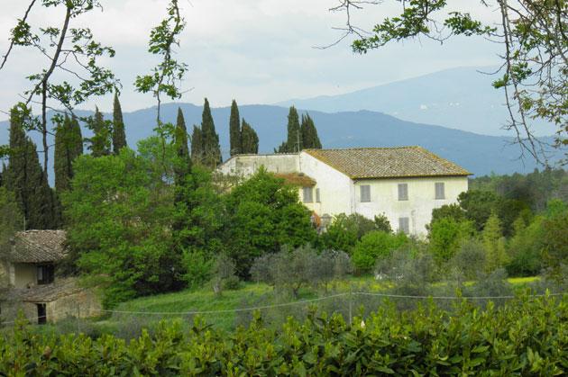 Talo Toscanan jylhissä maisemissa