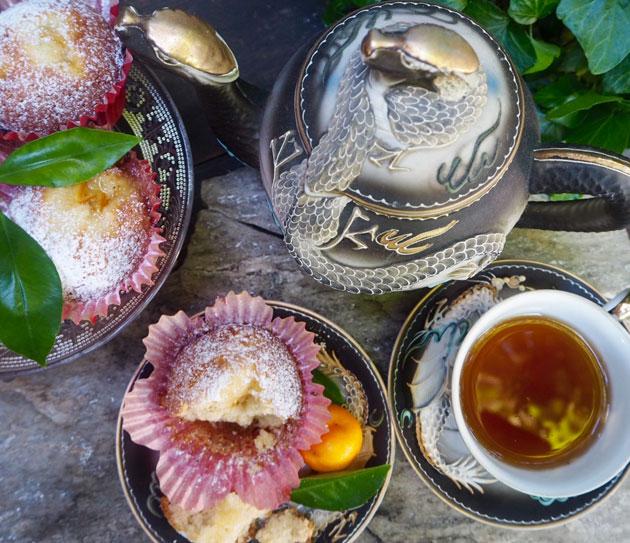 Teetä ja teellä maustettuja muffineita