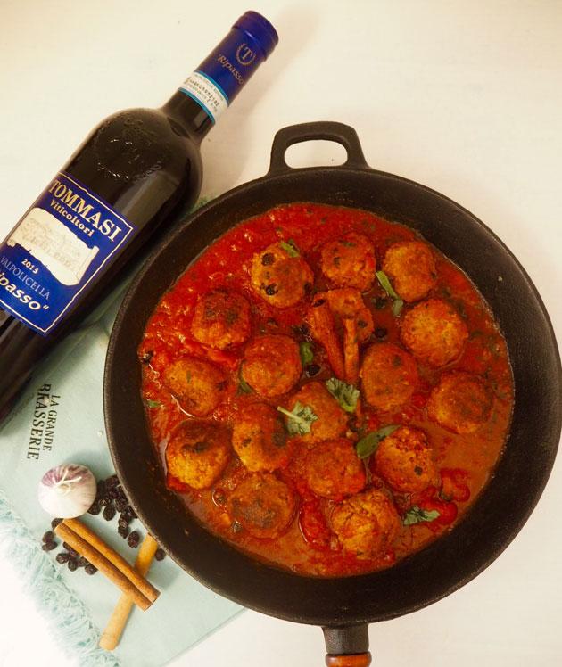 Karitsapullia kanelisessa tomaattikastikkeessa