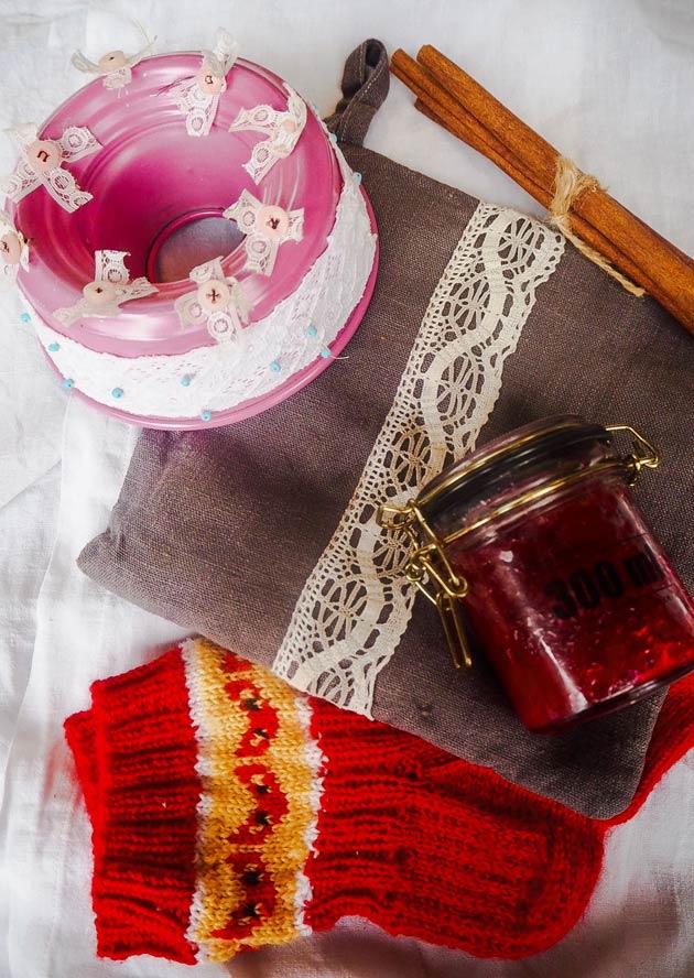 Luovia käsitöitä: hilloa, villasukat, ovikoriste ja patalappu