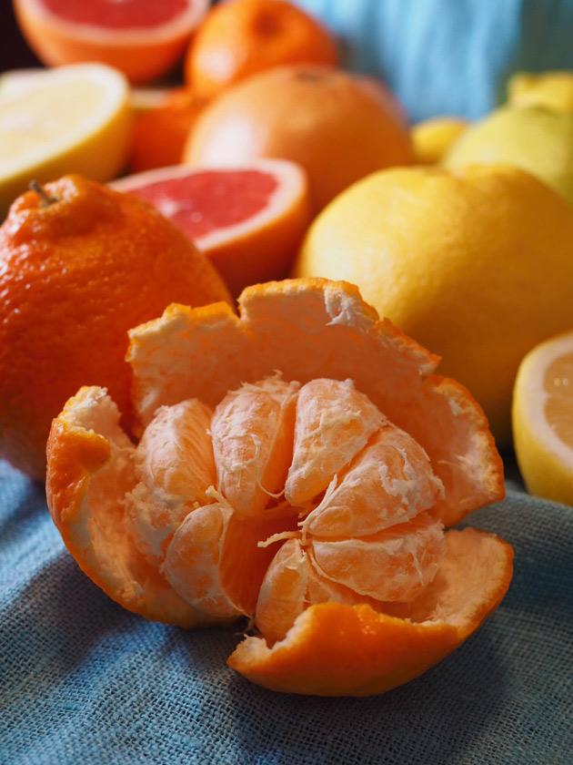 Appelsiinin kuoriminen