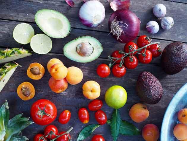 Tuoresalsoihin käyvät monenlaiset hedelmät.