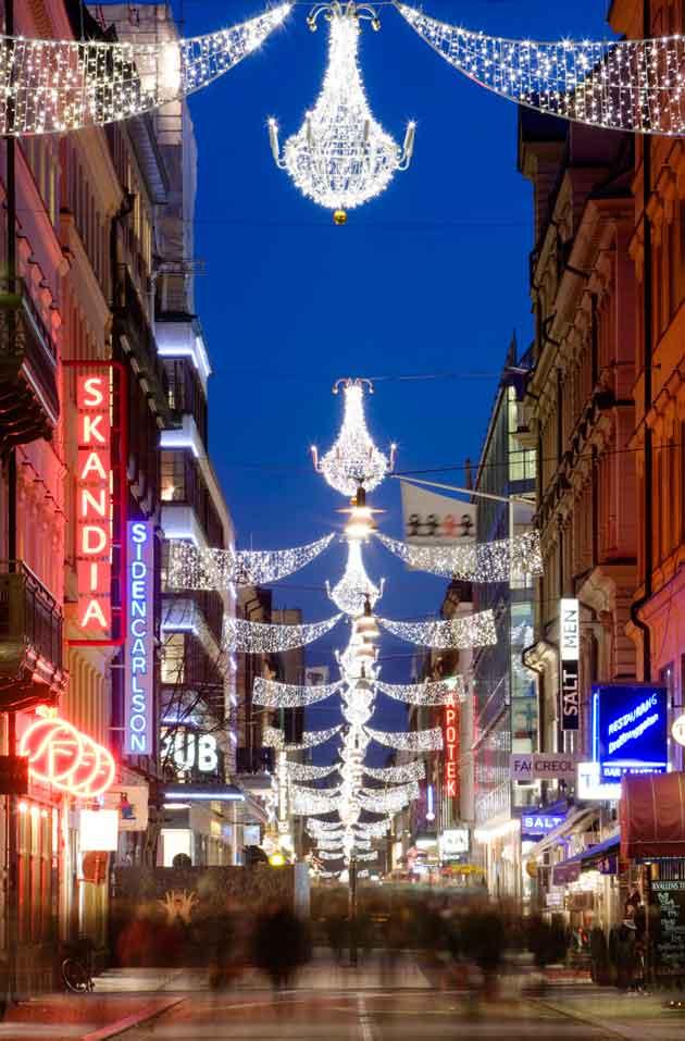 tukholma_-christmas_decoration_at_drottninggatan_photo_henrik_trygg_low-res