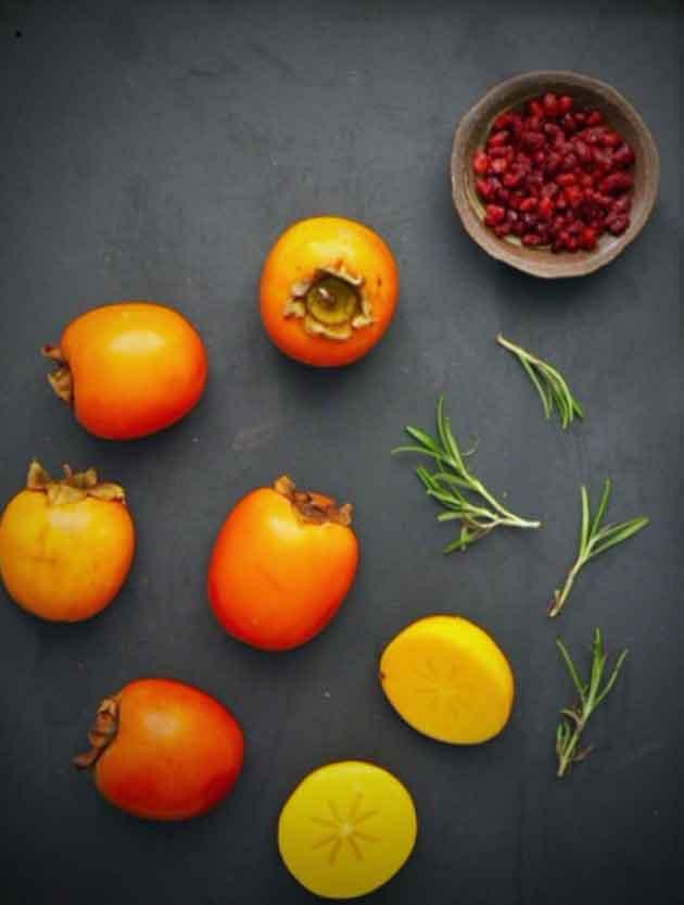 Persimoni ja granaattiomenan siemenet