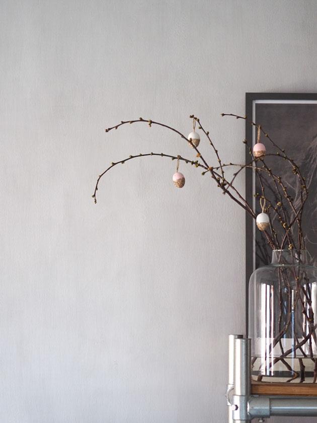 diy pääsiäismunat kirsikanpuunoksissa