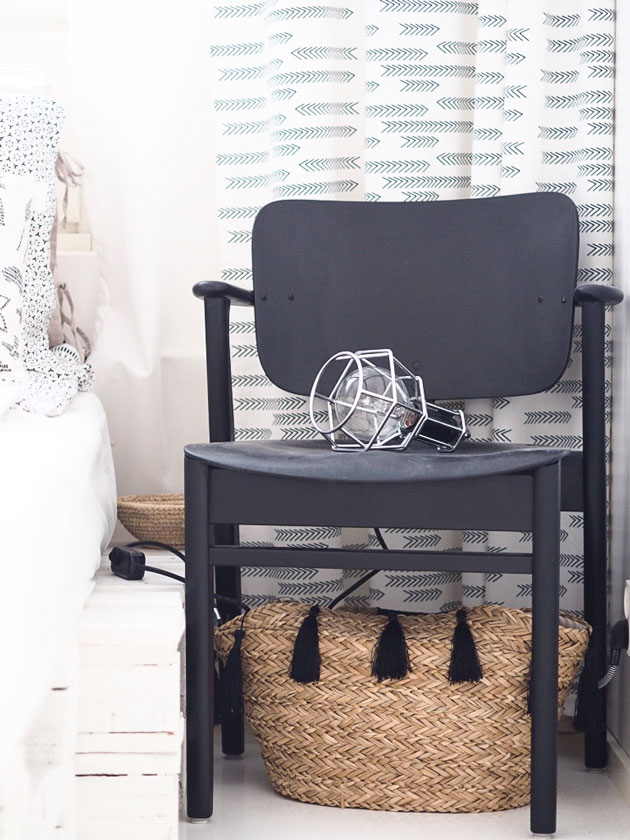 makuuhuoneen sisustus, tuoli yöpöytänä