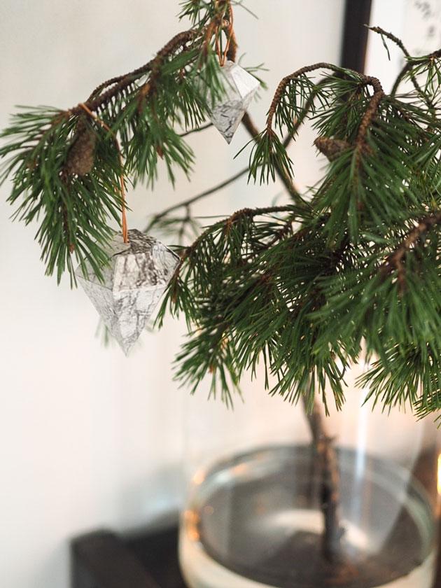 kodin jouluasetelma lundia hyllyllä