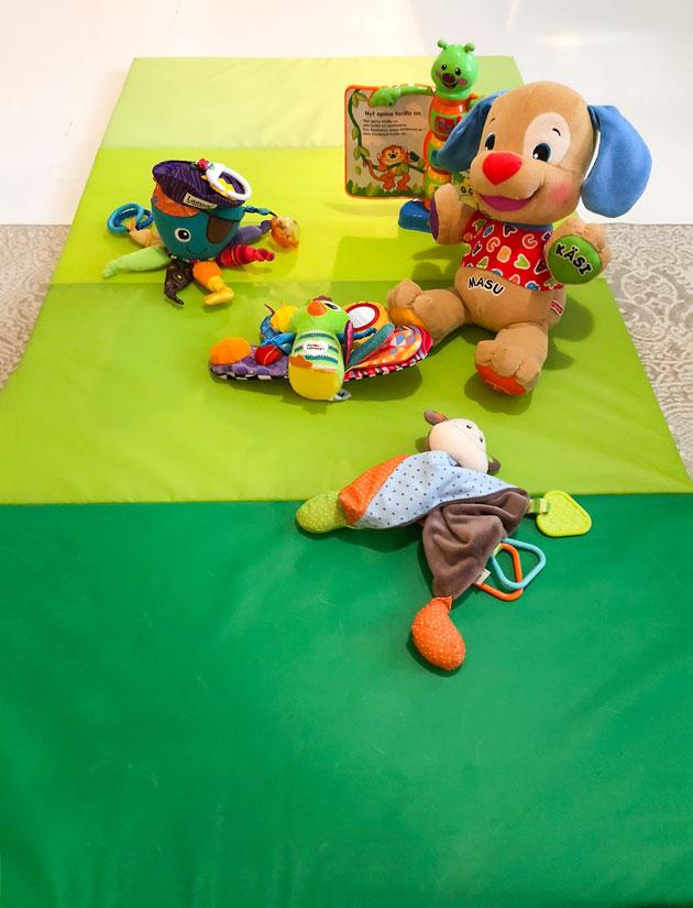 ikean jumppamatto vauvan leikkialustana