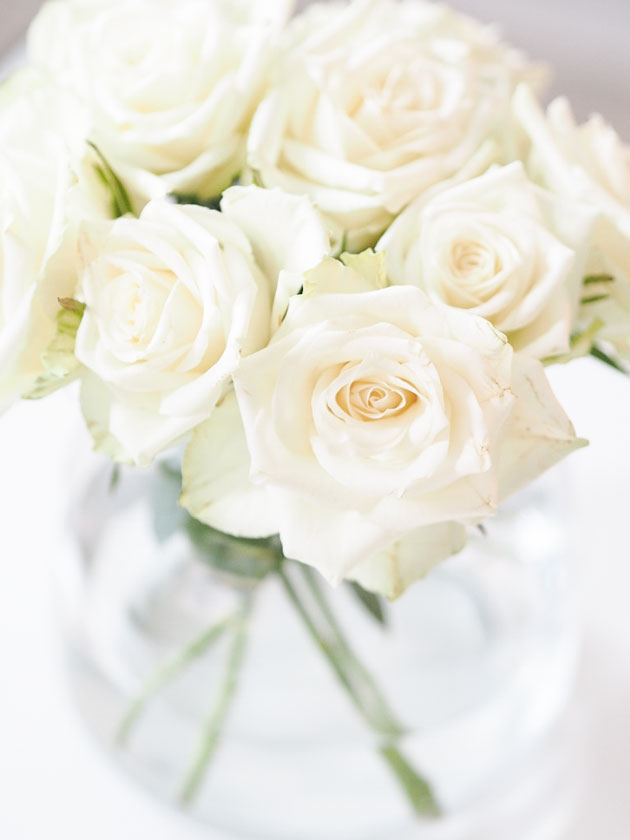kaunis ja näyttävä ruusuasetelma