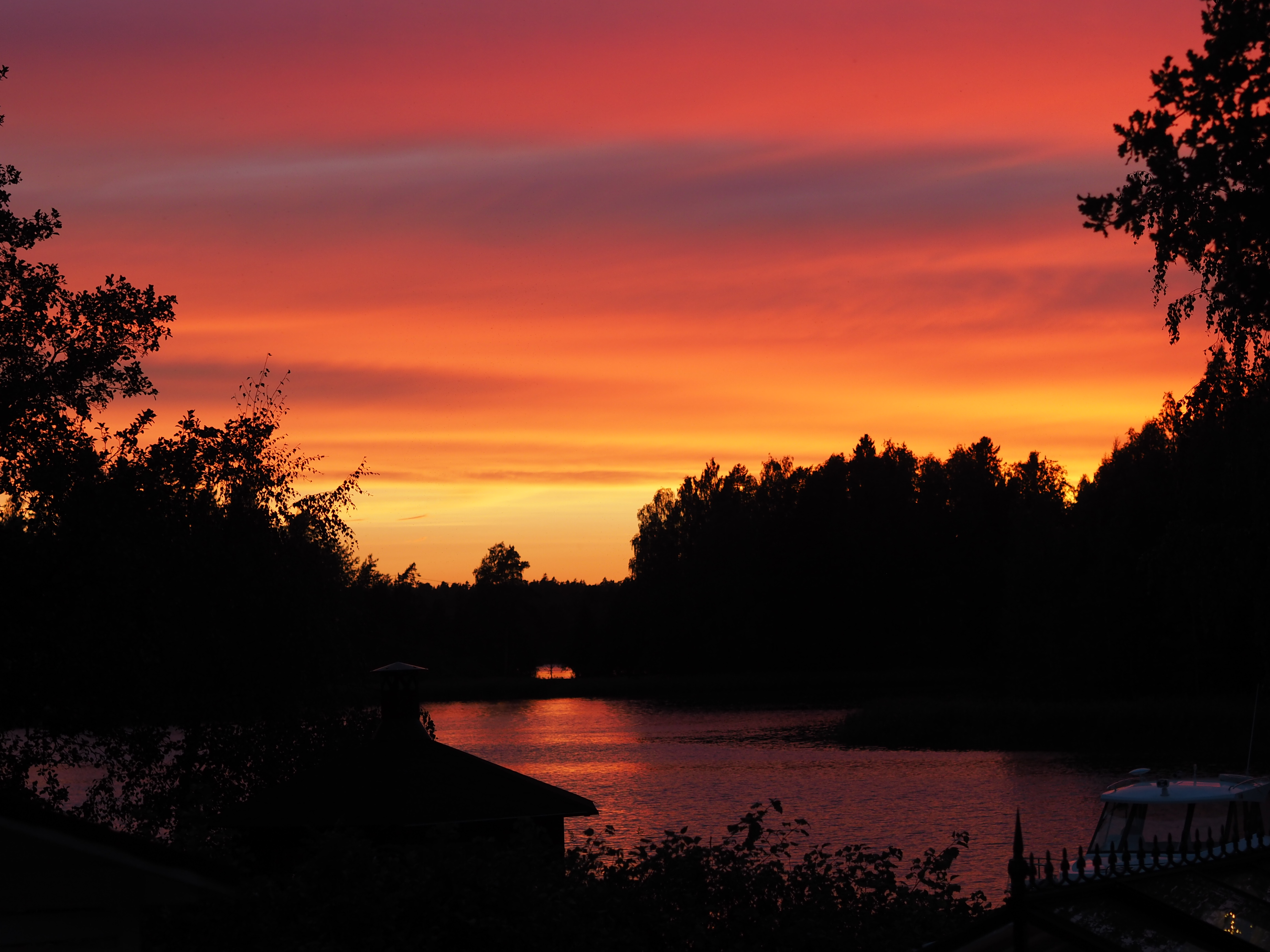 upea auringonlasku Sipoon saaristossa