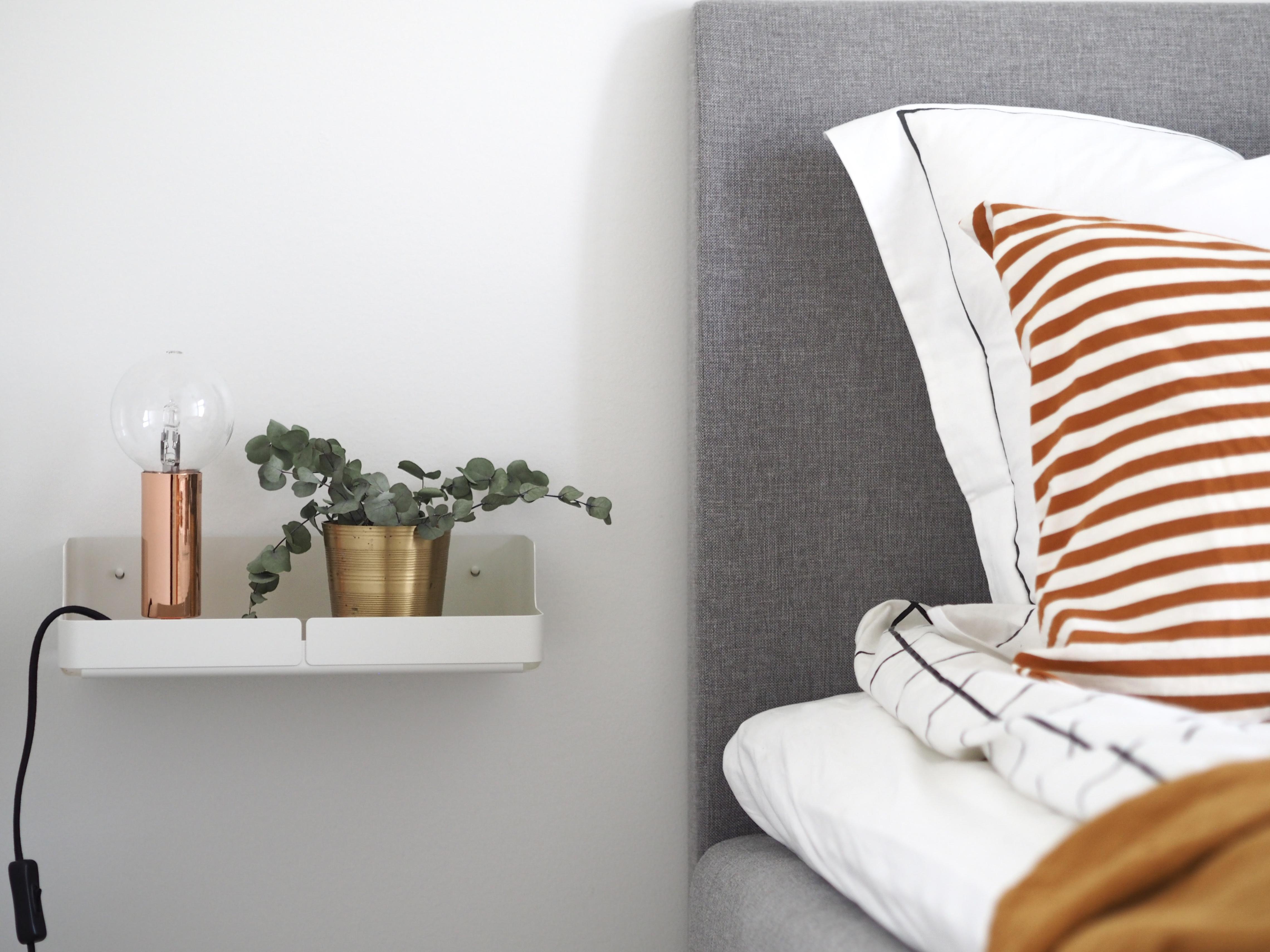 seinään kiinnitettävä yöpöytä