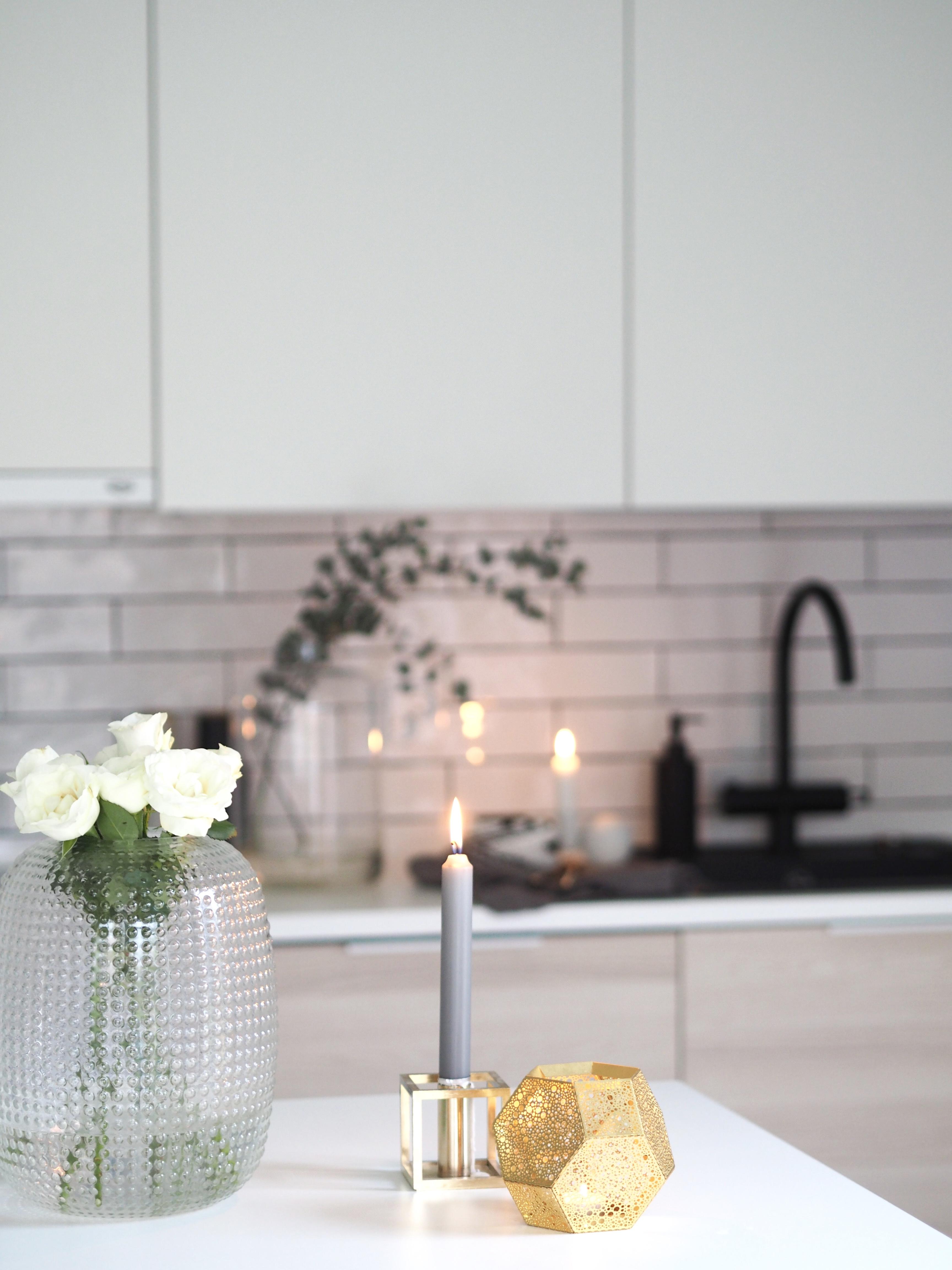 tiililadonta keittiön välitila
