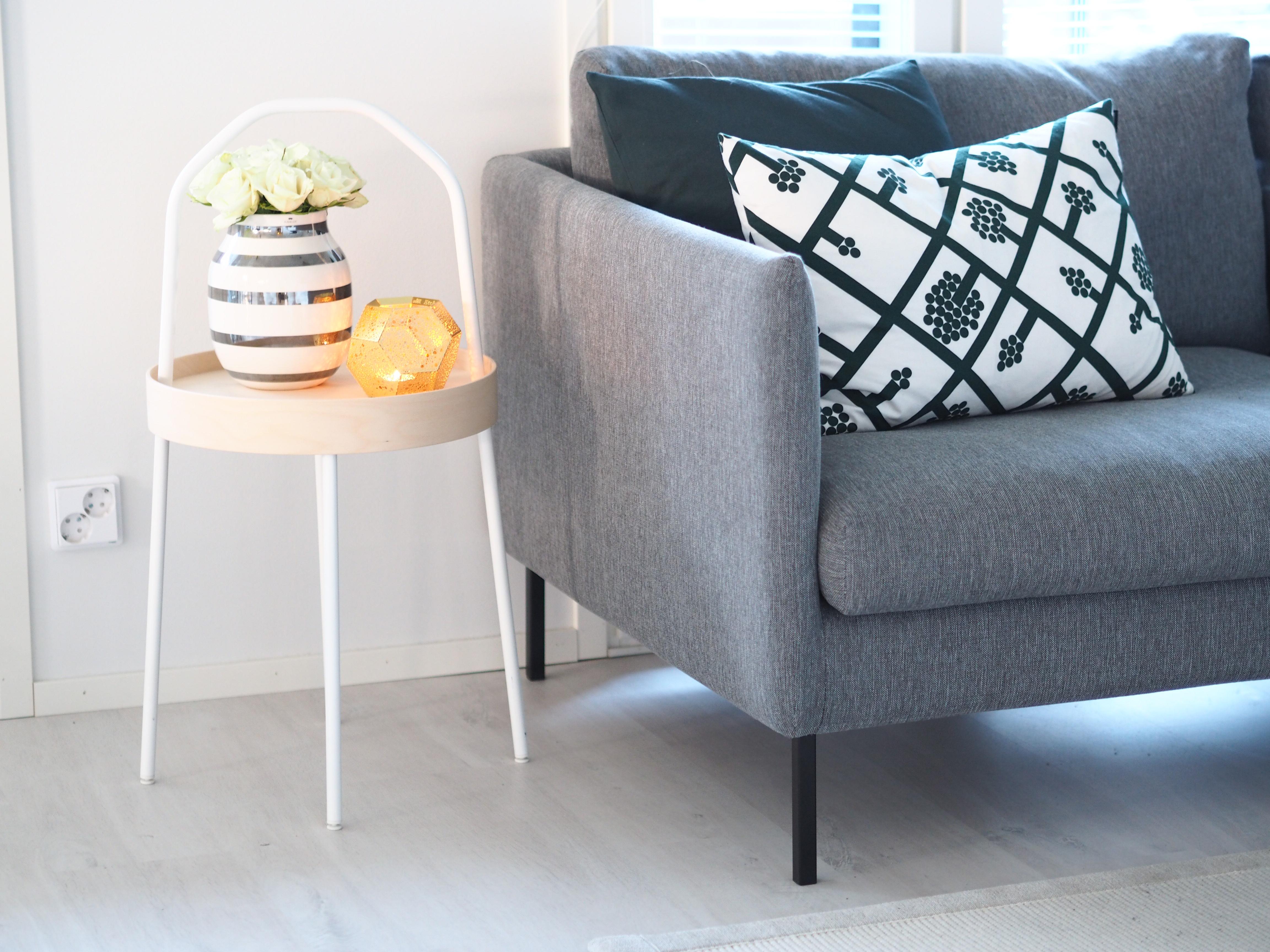 pieni olohuoneen sivupöytä