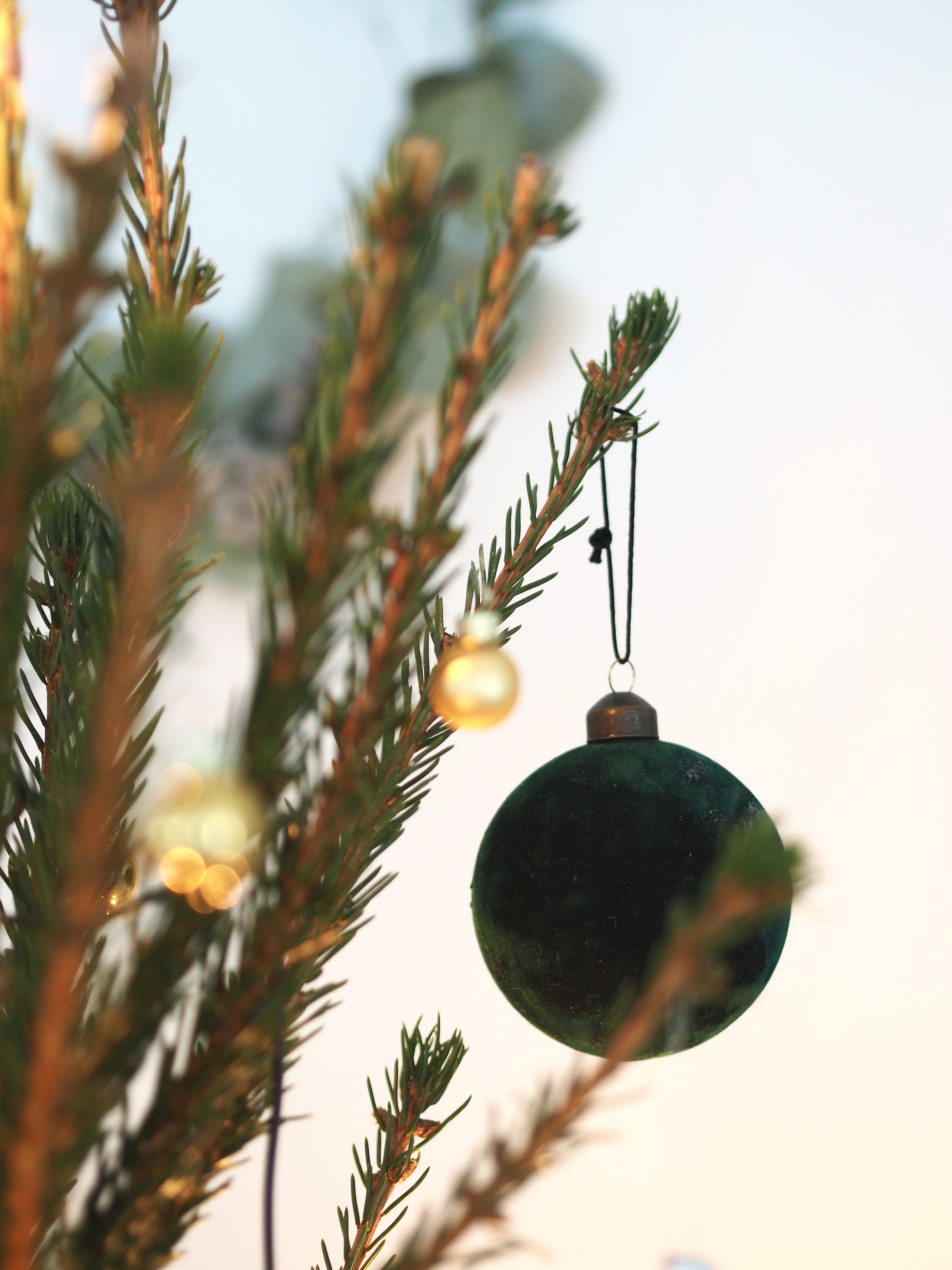 joulukuusen koristelu