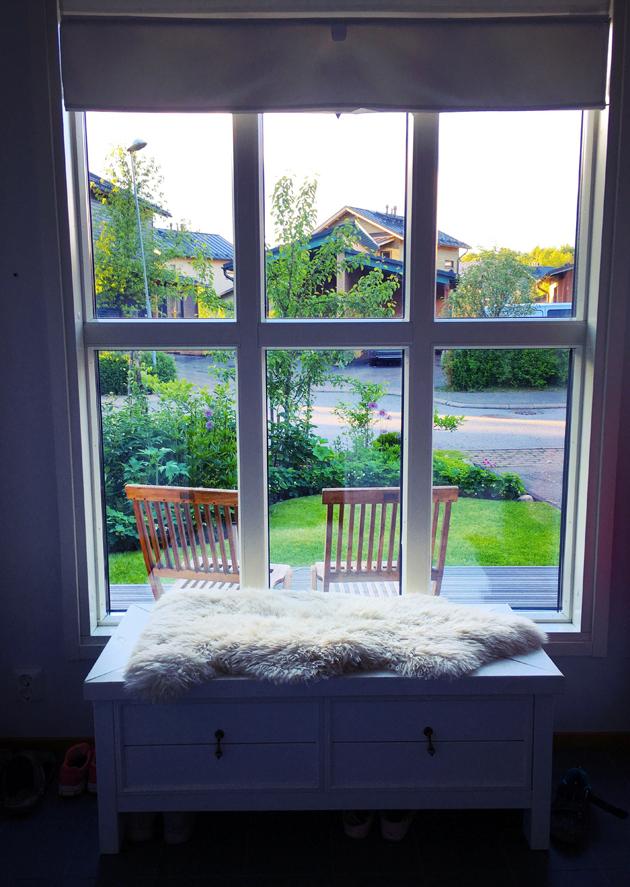 Tyhjä ikkuna, kukaan ei odota meitä kotiin.