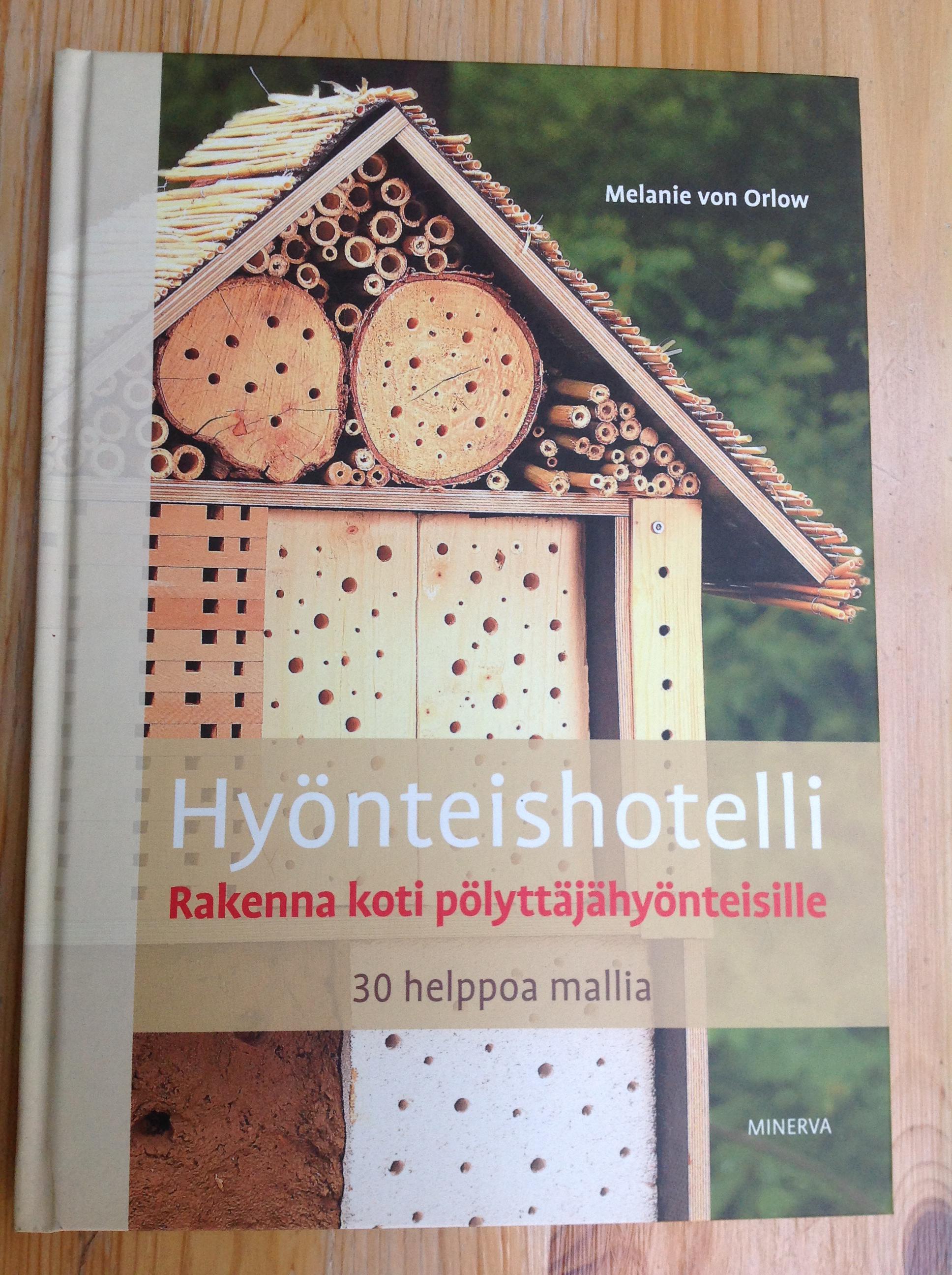 kirja hyönteishotelli
