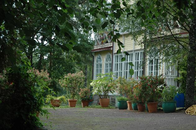 pokrova puutarha päärakennus