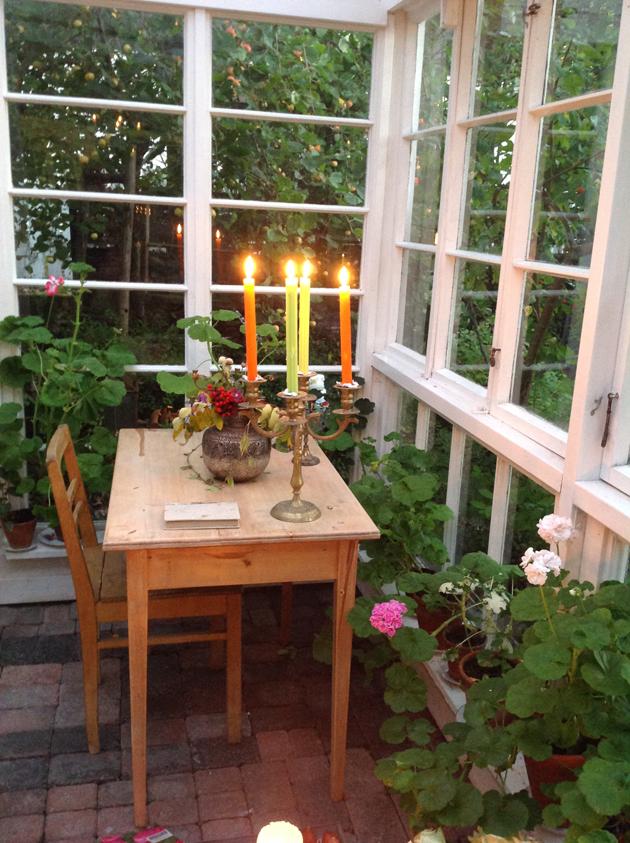 kynttilät pöydällä