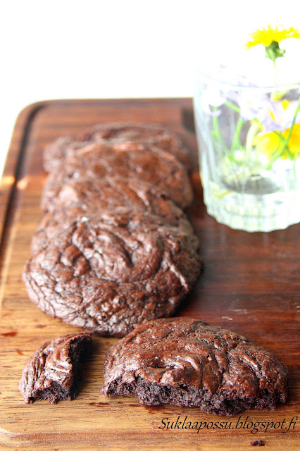 Brownieskeksit eli mehevät suklaakeksit