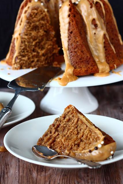 Laiskan leipurin kahvikakku joka valmistuu sekoittamalla aineet keskenään