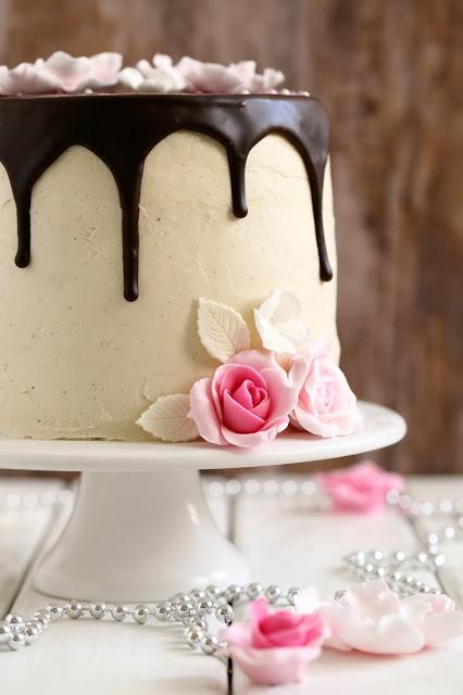 Marenki voikreemi kakun päällä