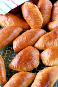 Uunissa valmistuvat lihapiirakat maistuvat huisin hyville