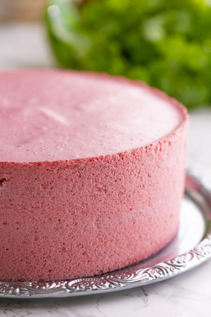 Maidoton marjamousse kakun täyte on herkullinen