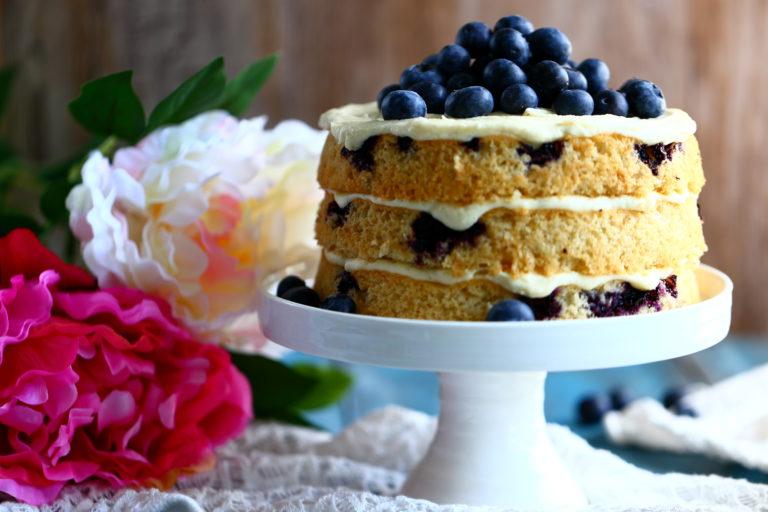 Kakku mustikkapiirakoista valmistuu nopeasti ja helposti