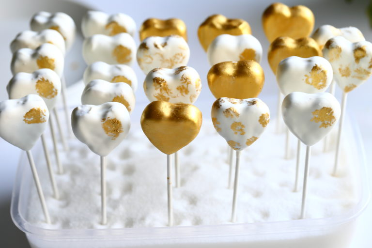 Juhlavat popsit maistuvat makean kirpeille