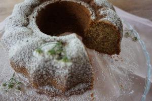 Kesäkurpitsasta syntyy myös mehevä ja hyvin säilyvä kakku.
