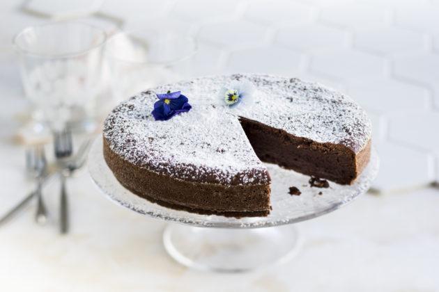 Ranskalainen suklaakakku on Vappu Pimiän yksi vanhimmista ohjeista.