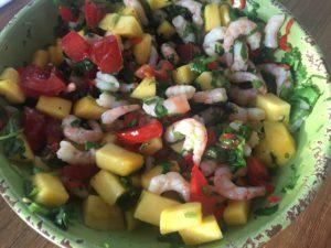 Katkaravuista ja mangosta teet nopeasti herkullisen ja kevyen alkupalan