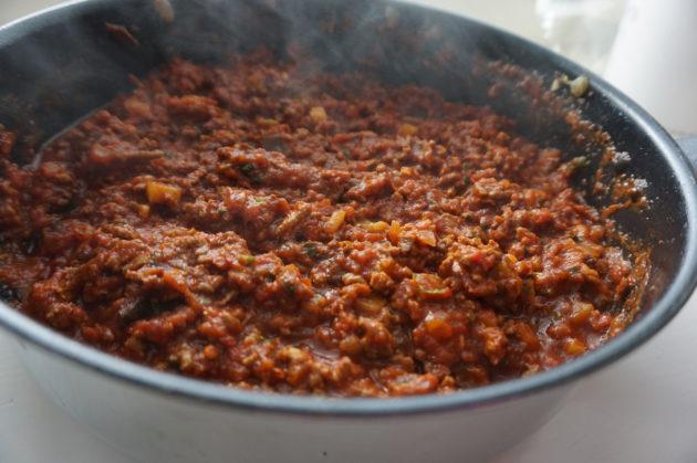Jauhelihasta syntyy monen perheen suosikkiruoka jauhelihaspagetti nopeasti.