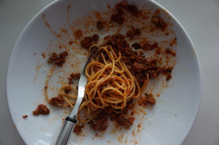 Jauhelihasta syntyy monen perheen suosikki bolognese vajaassa puolessa tunnissa.