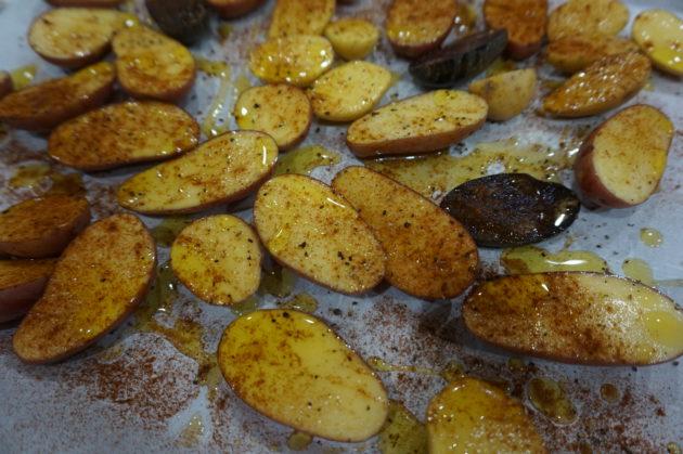 Paahdetut perunat ovat ihania napostella vaikka vähän haaleina