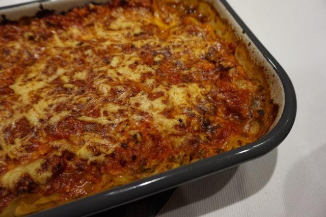 Tonnikalasta syntyy kevyt ja helppo lasagne, kun valkokastiketta ei valmisteta.