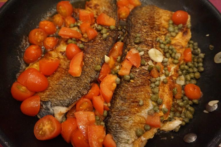 Vaaleasta kalasta syntyy herkullinen ateria muutamassa minuutissa.