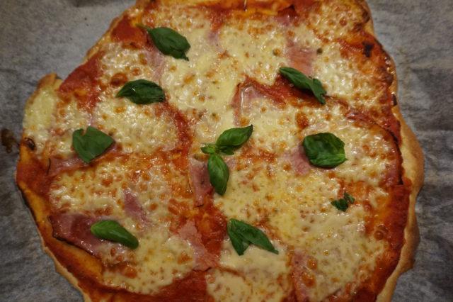 Pizzataikina saa kuplia yön yli, jolloin hiivaa ei juurikaan tarvita.