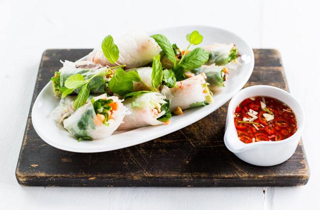 Vietnamilaiset kevätrullat ovat keventäjän ruokaa.