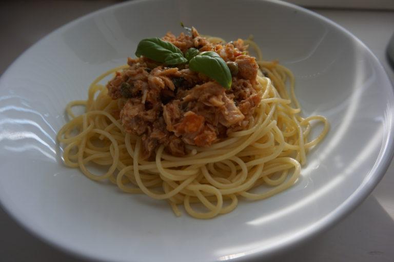 Tonnikalasta ja kaprismarjoista syntyy todella nopea ja herkullinen pasta.