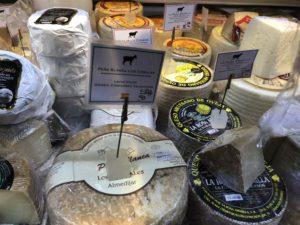 Madridin kauppahalli pursuaa herkullisia juustoja