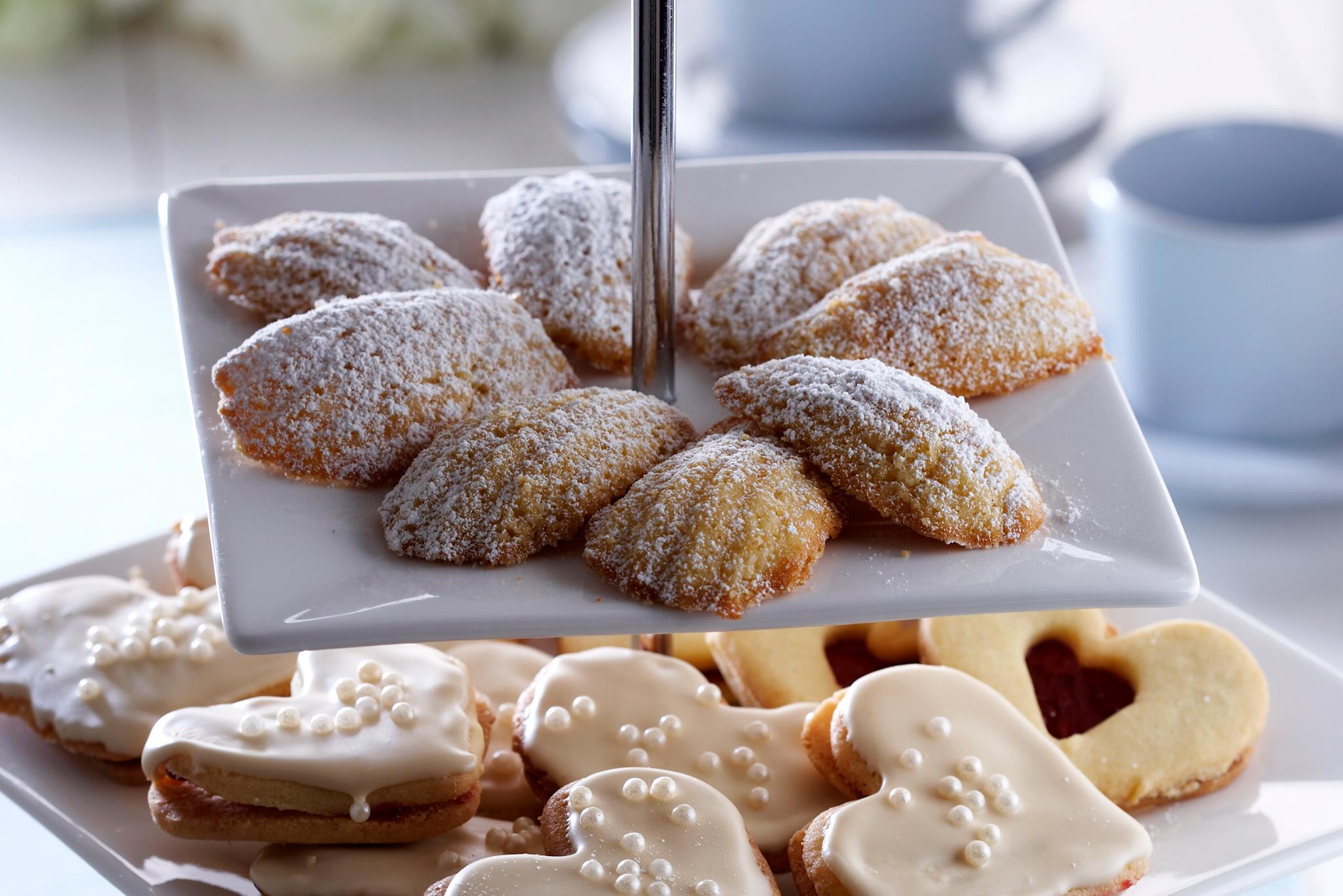 sitruunaiset madeleine-kakut