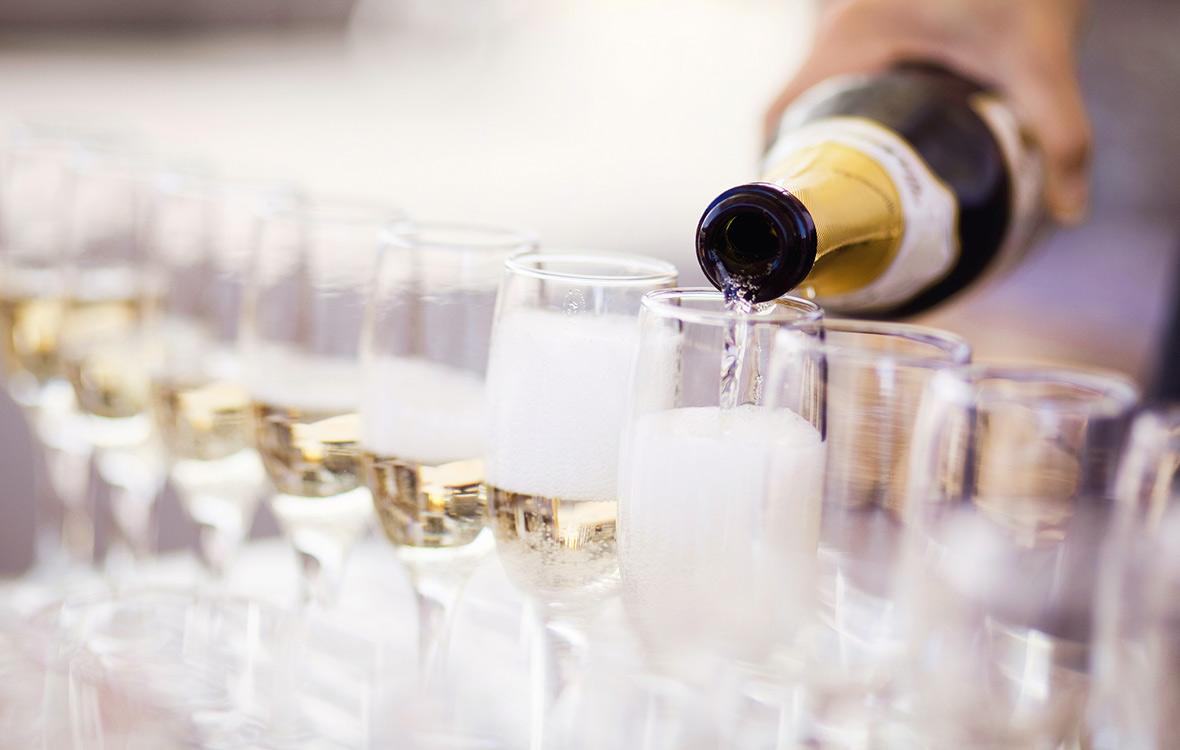 kuinka paljon juomia juhliin, kuinka paljon skumppaa juhliin, kuinka paljon alkoholia juhliin, kuinka paljon kahvia juhliin, kuinka paljon viiniä juhliin, alkoholi, juhlat, viini, kuohuviini, kuinka paljon kahvia juhliin