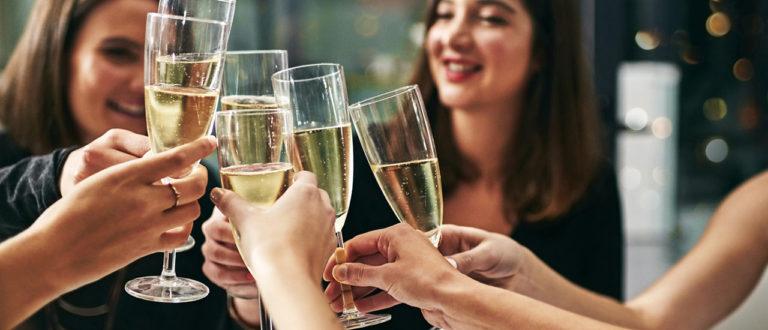 kuinka paljon juomia juhliin, kuinka paljon skumppaa juhliin, kuinka paljon alkoholia juhliin, kuinka paljon kahvia juhliin, kuinka paljon viiniä juhliin, alkoholi, juhlat, viini, kuohuviini